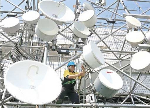 Indosat, Tri outbid rivals at 2.1 GHz radio frequency auction