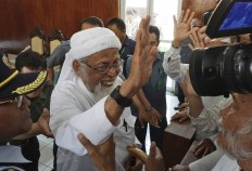Court rejects radical cleric's appeal