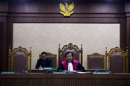 Rights activists decry communism ban in Criminal Code amendment