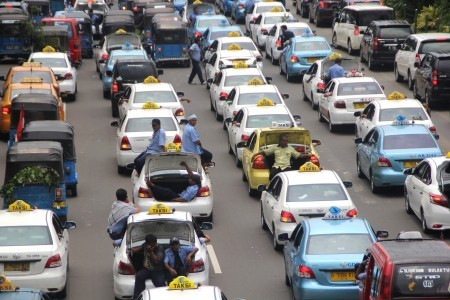 YLKI pushes govt to discipline taxi companies following demo