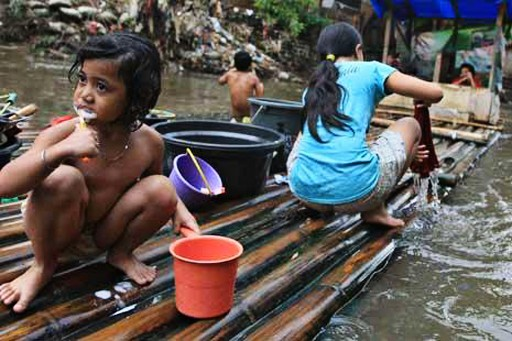 Less than 40 percent of North Jakarta fishing village's houses have toilets