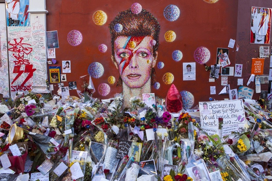 First-known Bowie recording auctioned in Britain