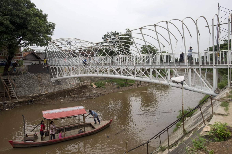 Ciliwung riverbank turned into urban farm