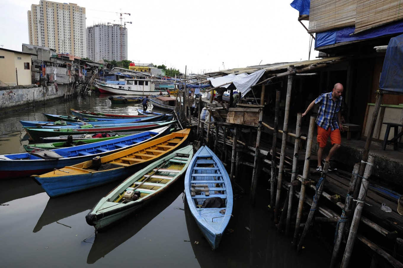 North Jakarta residents worry about sea tide seepage