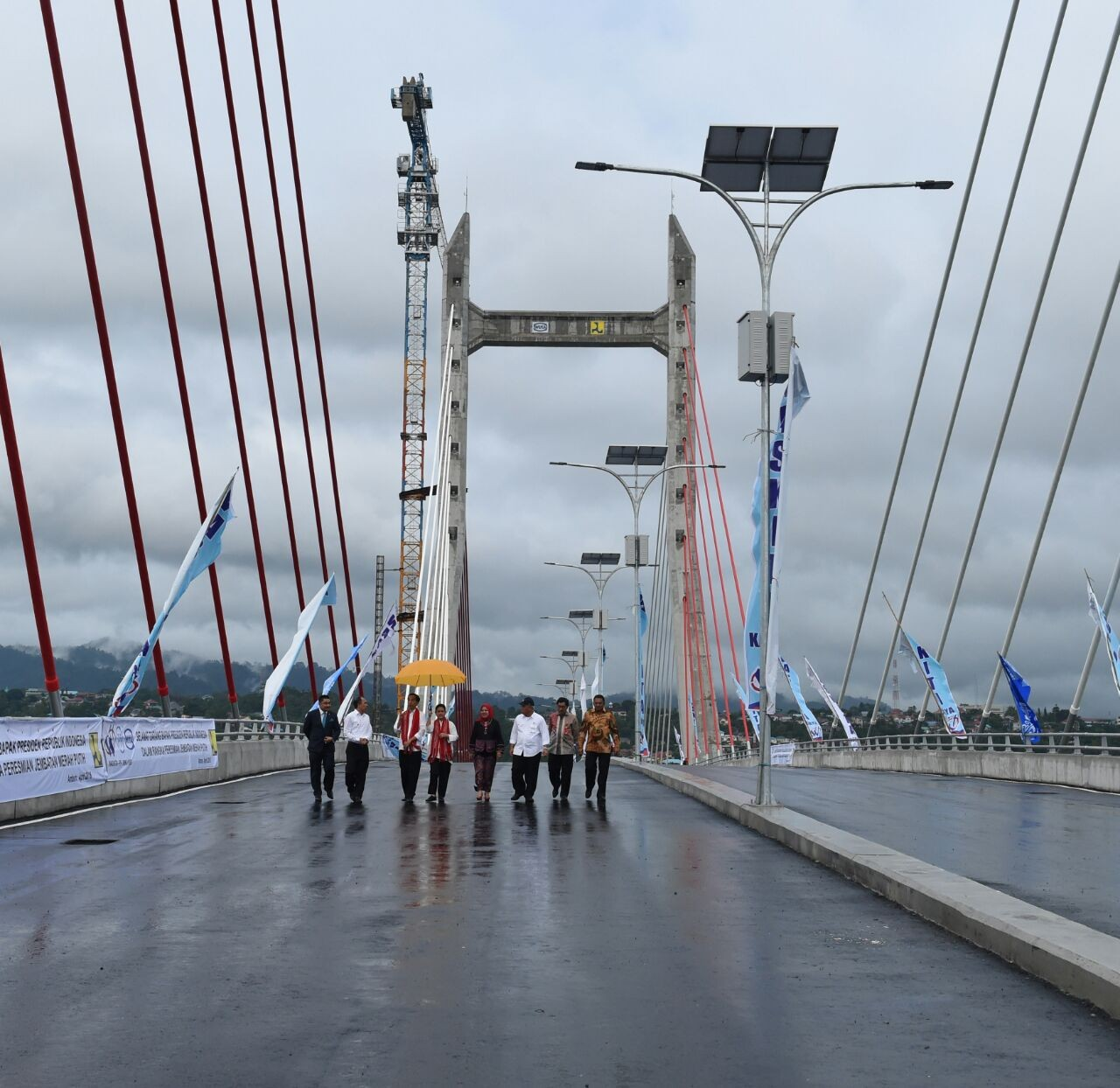Jokowi inaugurates longest bridge in eastern Indonesia