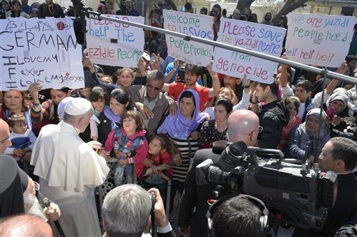 Pope brings 12 Syrian refugees to Italy in lesson for Europe