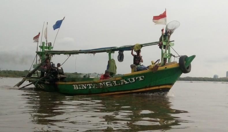 Jakarta fishermen keep sailing despite adversity