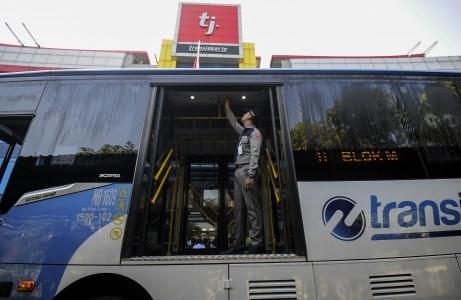 Transjakarta buses to serve Bekasi, Depok starting Monday