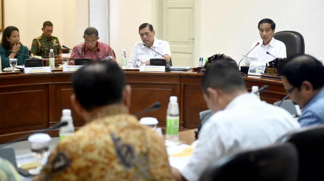Govt aims to end brokering in public services by going online
