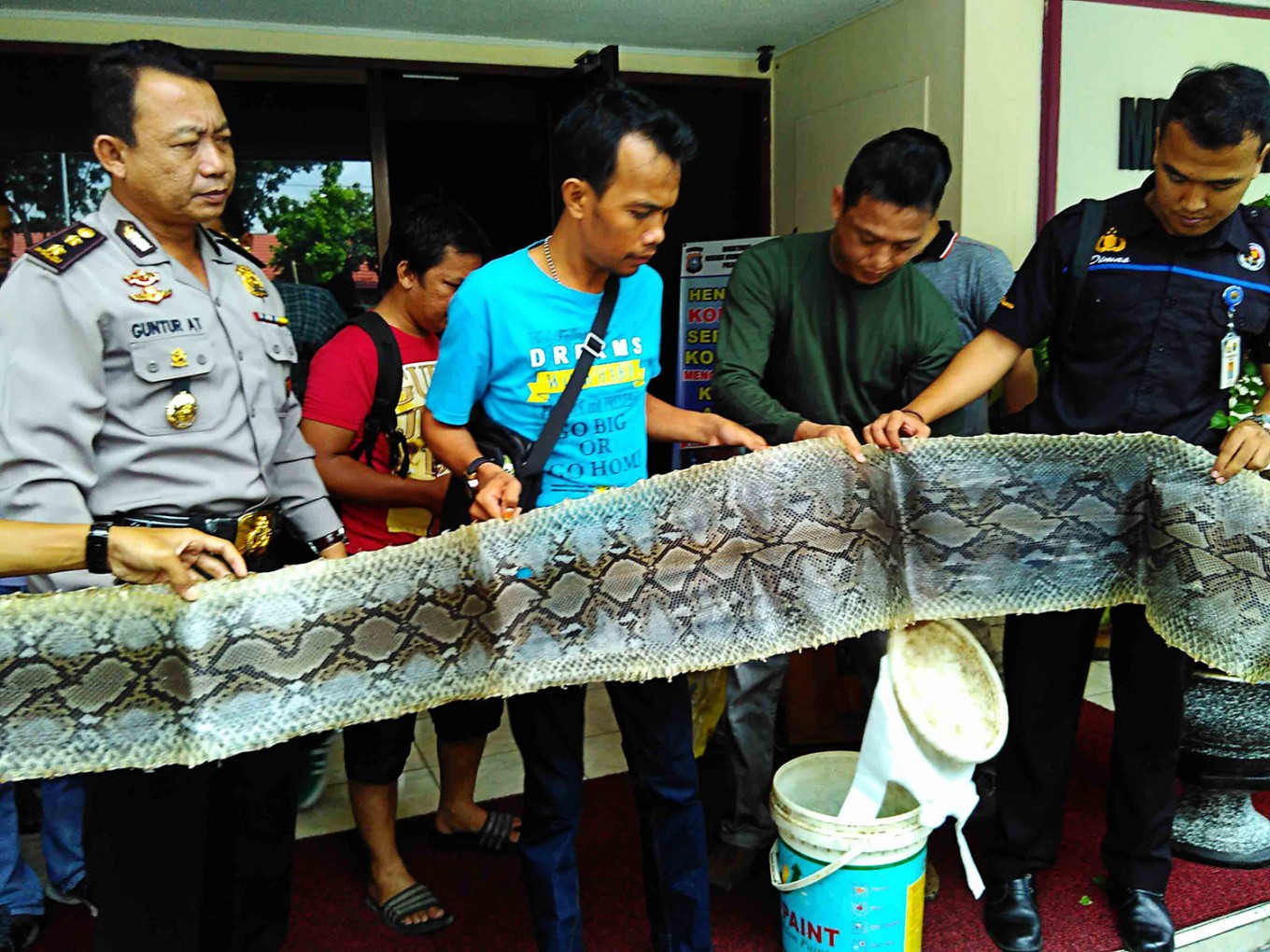 Illegal wildlife traders arrested in Riau
