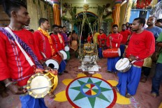 Traditional Indian-style music accompanies the ritual of Panguni Uthiram. JP/Hotli Simanjuntak