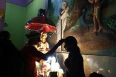 A Hindu devotee receives a blessing from the temple priest before the Panguni Uthiram procession. JP/Hotli Simanjuntak