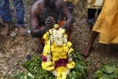 A floral offering is presented in the Panguni Uthiram ritual. JP/ Hotli Simanjuntak