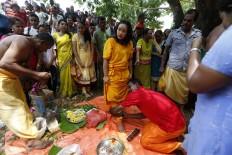 Ritual participants prepare themselves before puncturing their tongues. JP/ Hotli Simanjuntak