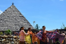 Women wearing traditional clothes perform a shawl dance as part of the Congko Lokap ritual in Bangka Tuke village in Manggarai, East Nusa Tenggara, on April 4. The Jakarta Post/ Markus Makur