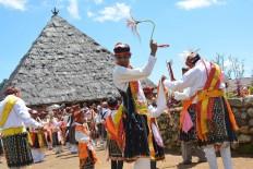 People of Tuke village perform the Congka Sae mass dance surrounding a Batu Compang – a big cobblestone – during the Congko Lokap ritual on April 4.  The Jakarta Post/ Markus Makur