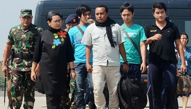 Families call on govt to ensure hostages' safety