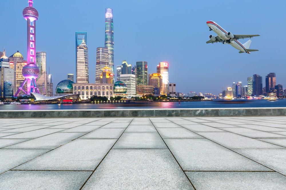 China plane makes emergency landing after cockpit window breaks