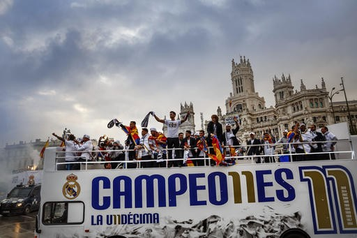 Thousands welcome Madrid back home after European triumph