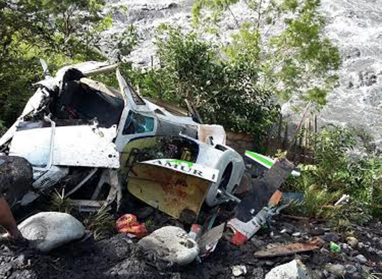 Pilot killed as helicopter crashes in Papua