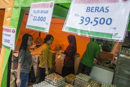 Jokowi expects normal prices for staple foods as Ramadan approaches