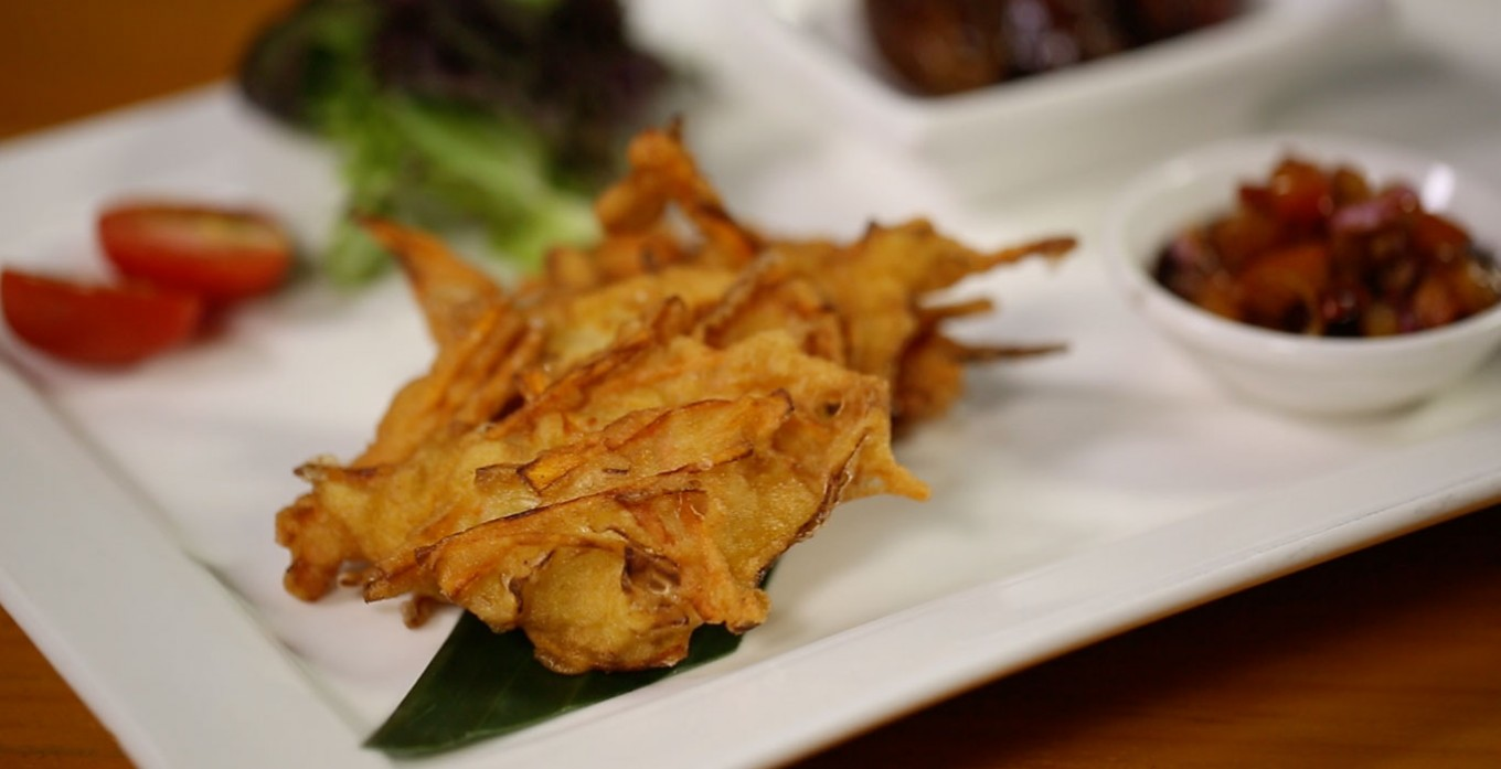 Bakwan Udang (Shrimp and Vegetable Fritters) with Colo-Colo Sauce