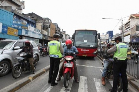 Police told to start ticketing bus lane intruders