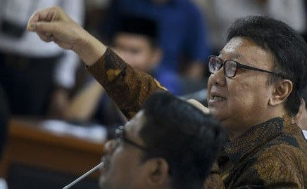 Tjahjo Kumolo remains firm on decision not to suspend Ahok