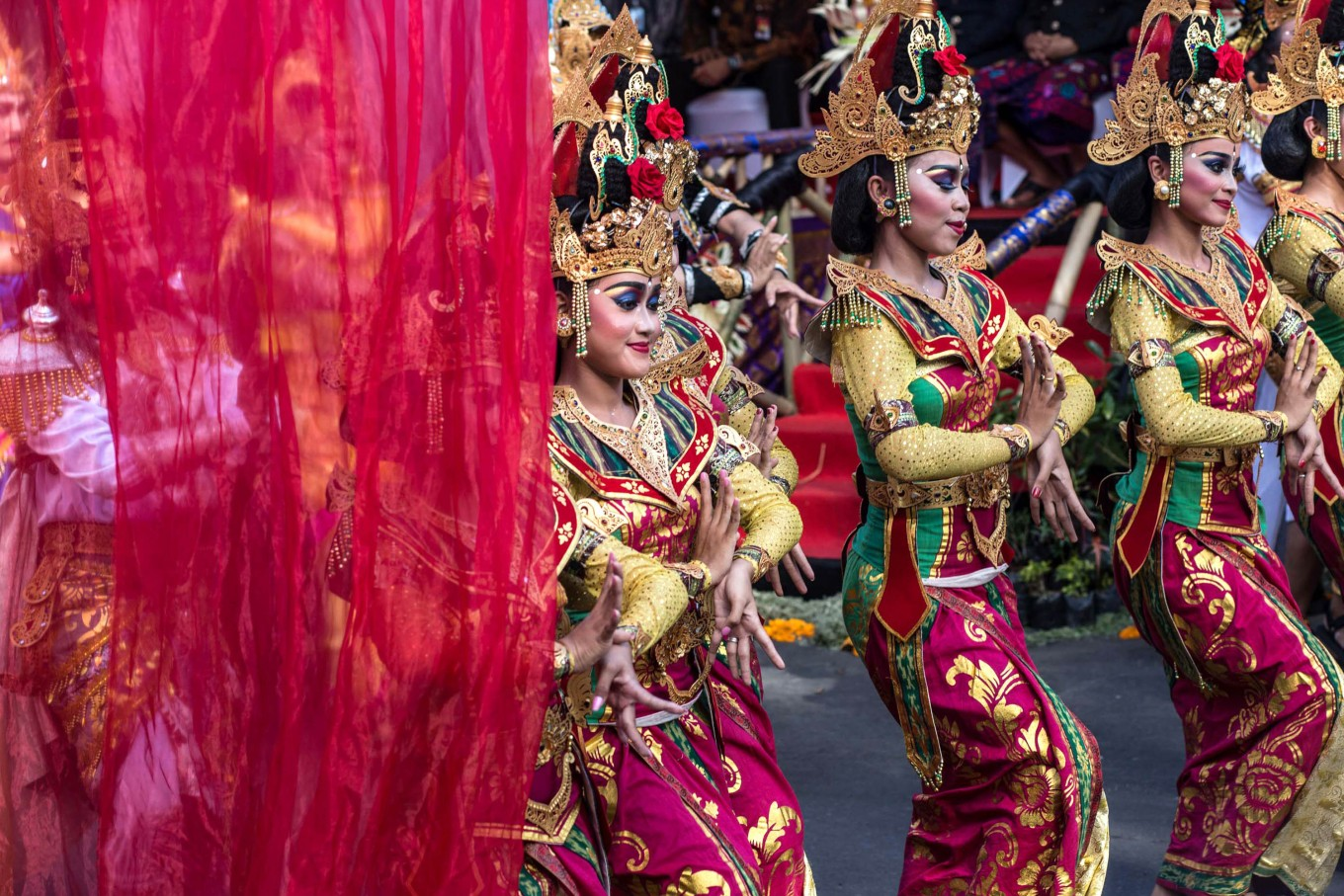 Balinese women perform a traditional dance during the street parade.  JP/Agung Parameswara