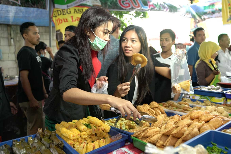'Takjil' vendors barred from occupying sidewalks in Jakarta