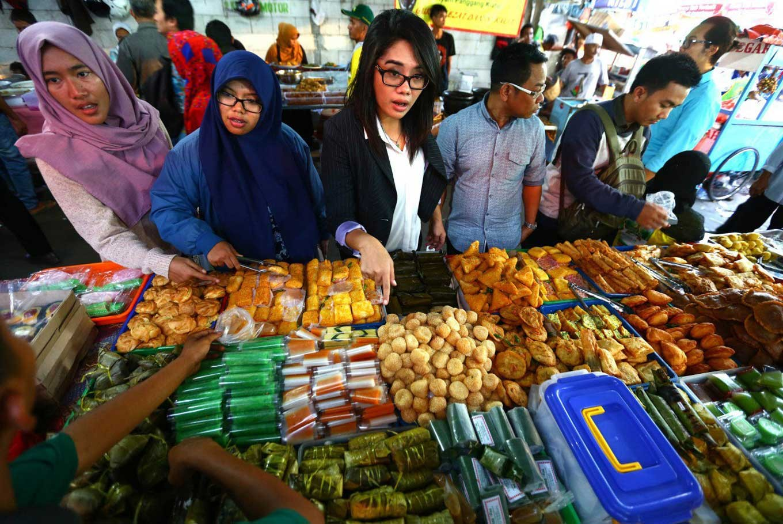 Benhil takjil market still vibrant amid renovation