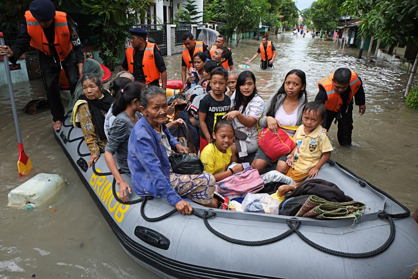 Floods force relocation of 2,000 Surakarta residents