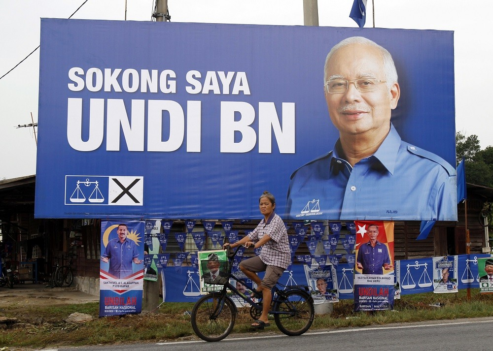 Malaysia's Najib tightens grip on power