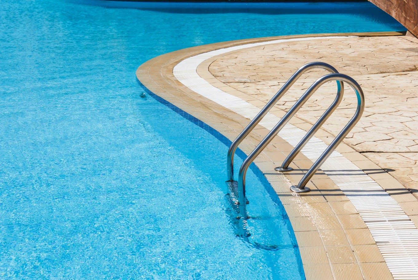 Refresh at these swimming pools in jakarta lifestyle the jakarta post for Swimming pool salt vs chlorine