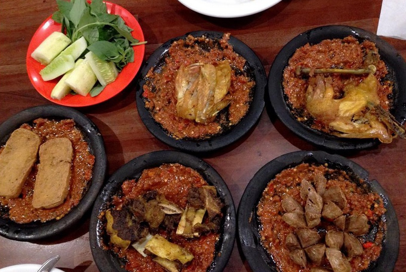 Where to enjoy the most delicious 'penyet' in Jakarta