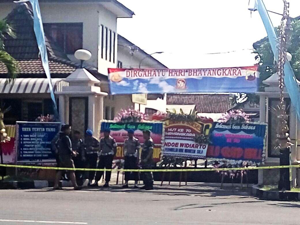 Police investigate site of Surakarta attack