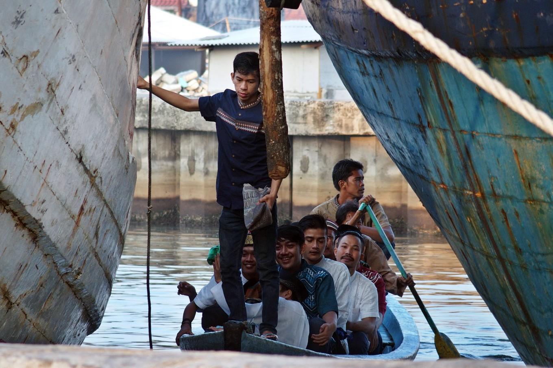 Luar Batang residents arrive at Sunda Kelapa port, Jakarta, on a boat to take part in Idul Fitri prayers on Wednesday. JP/ Ricky Yudhistira