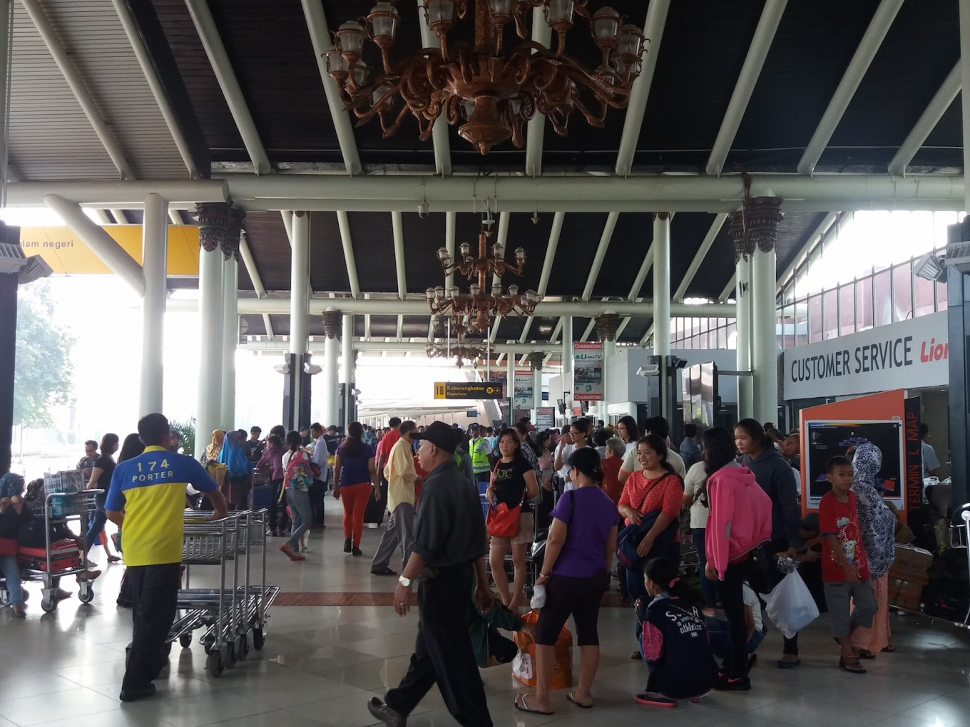 Soekarno-Hatta airport foils alleged attempt to smuggle mobile phones