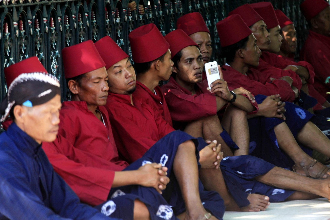 Scrambling for blessings at Yogya's Grebeg Syawal ritual