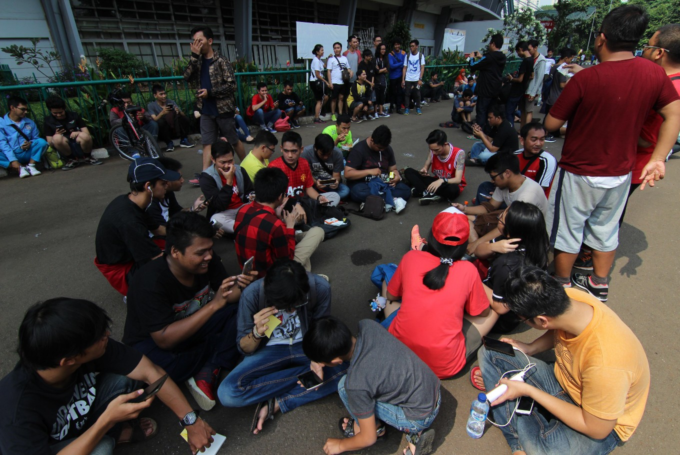 Pokemon Go players flock Jakarta stadium