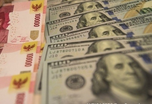 Rupiah falls to 16-month low as investors dump risky assets