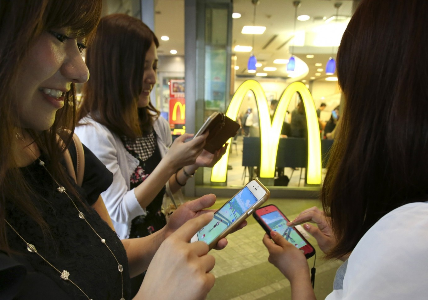 Theft, accidents reported in Japan amid 'Pokemon Go' fever
