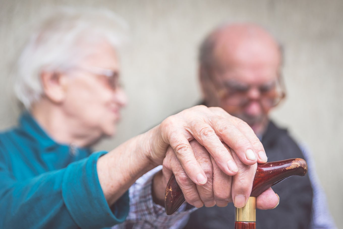 Having an optimistic partner may stave off dementia: Study