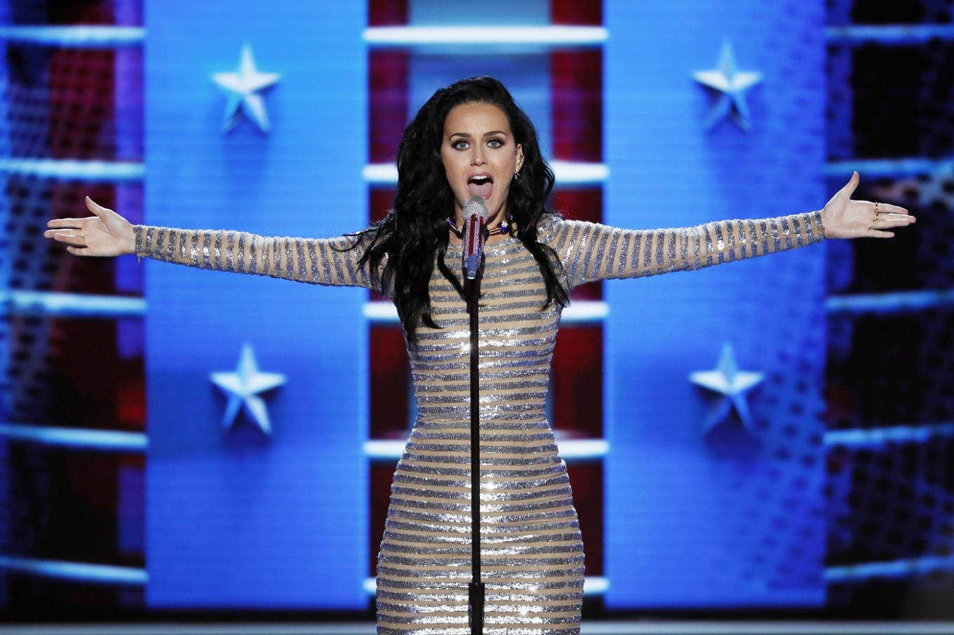 Katy Perry belts 'Rise' and 'Roar' at Democratic convention