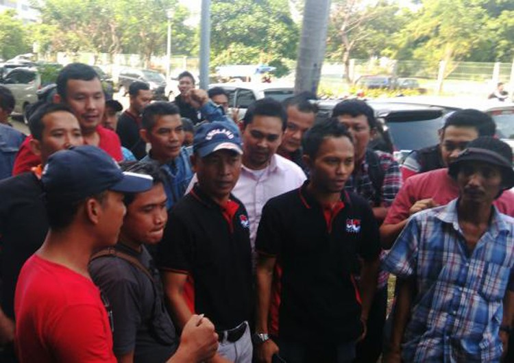 Angry Grab drivers rally against suspension