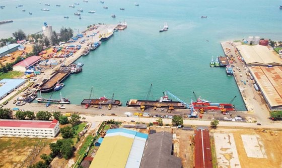 Batam suspends toxic waste shipping after discovering illegal imports