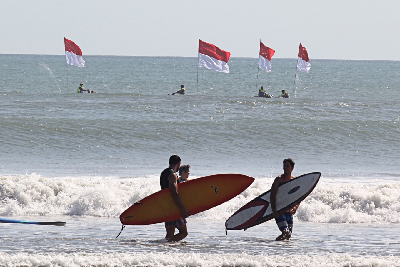 Giant surf board breaks Asia record