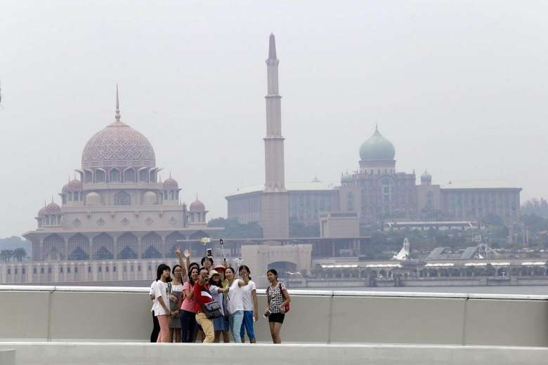 Haze returns to Malaysia despite Indonesia's swift action to combat forest fires