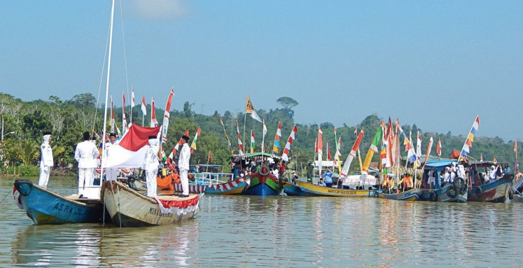 Cilacap fishermen celebrate Independence Day at sea