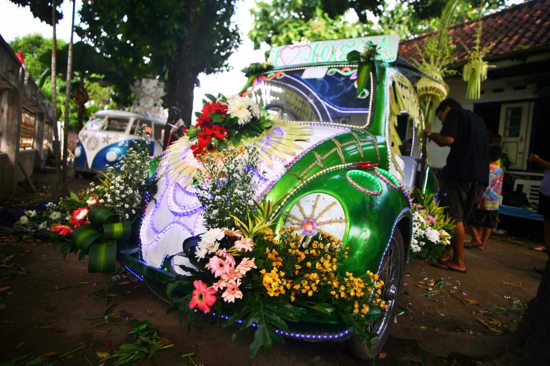 A pedal car is decorated like a wedding car for the carnival. JP/ Aditya Sagita